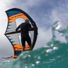 2020_21Wing-Surfer_Action_Hover_MichiSchweiger_StephenWhitesell_ (5)_HiRes_RGB